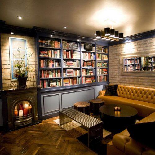 decoração masculina biblioteca casa livros