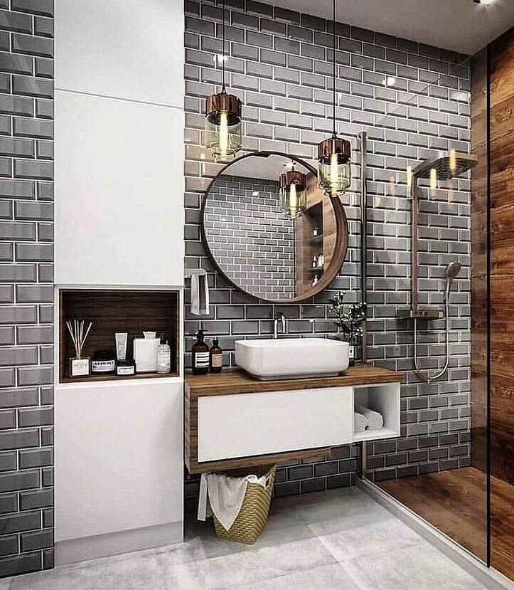 banheiro com mix de revestimentos